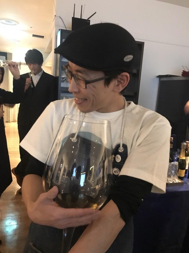 グラス抱え